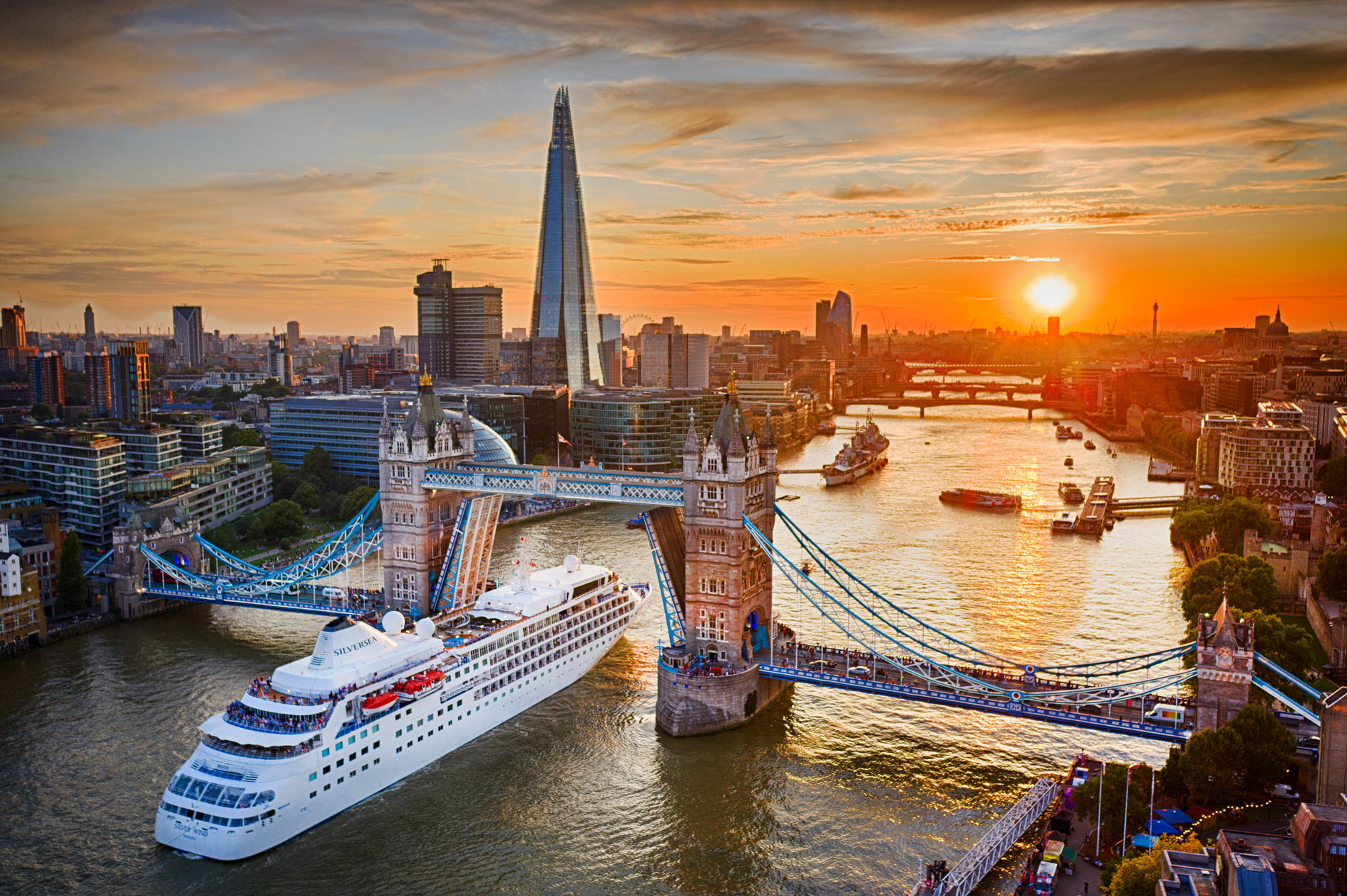 London Cruise Ship